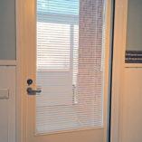alumiinisaleverho-parvekkeen-ovessa